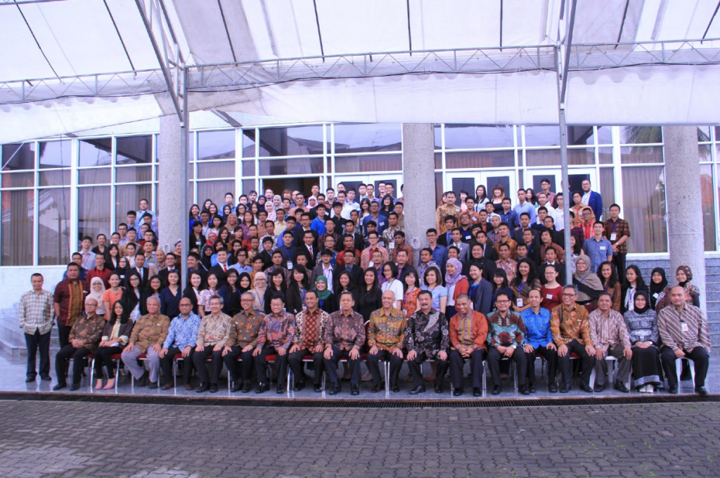 Delegasi, Pembicara, dan Tamu Undangan Berfoto Bersama (Foto Dokumentasi Panitia)