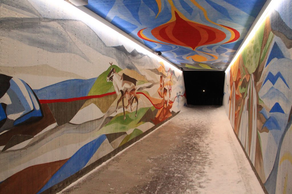 Decorated tunnel