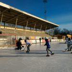 Mencoba dan Ketagihan Bermain Bandy di Uppsala