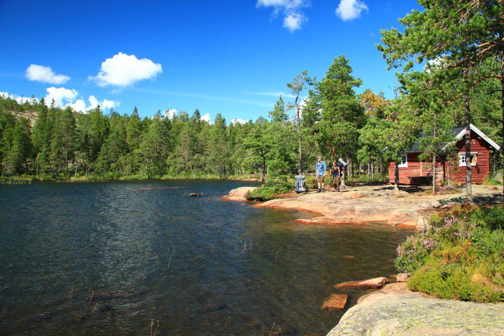 Kabin di tepi danau