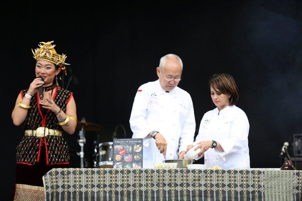 Masterchef William Wongso melakukan demo memasak