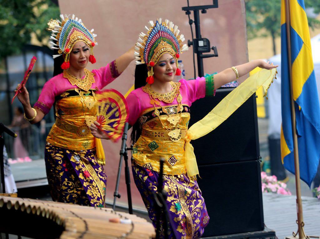 Grup menari Ina Dance