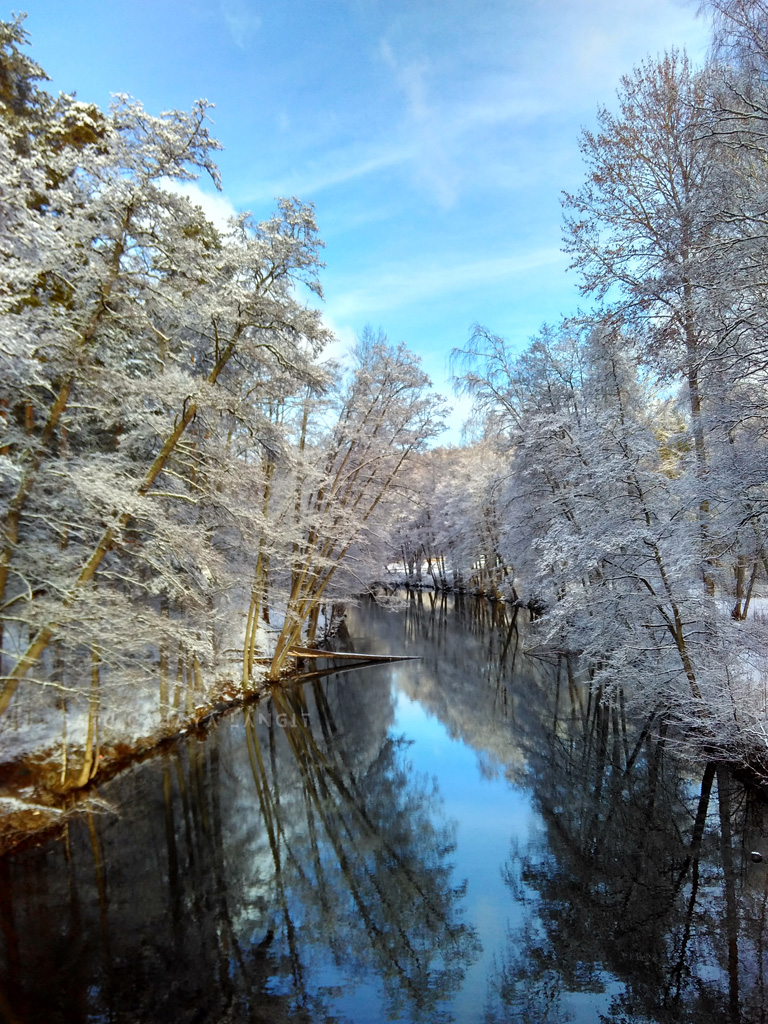 Sungai dan langit biru