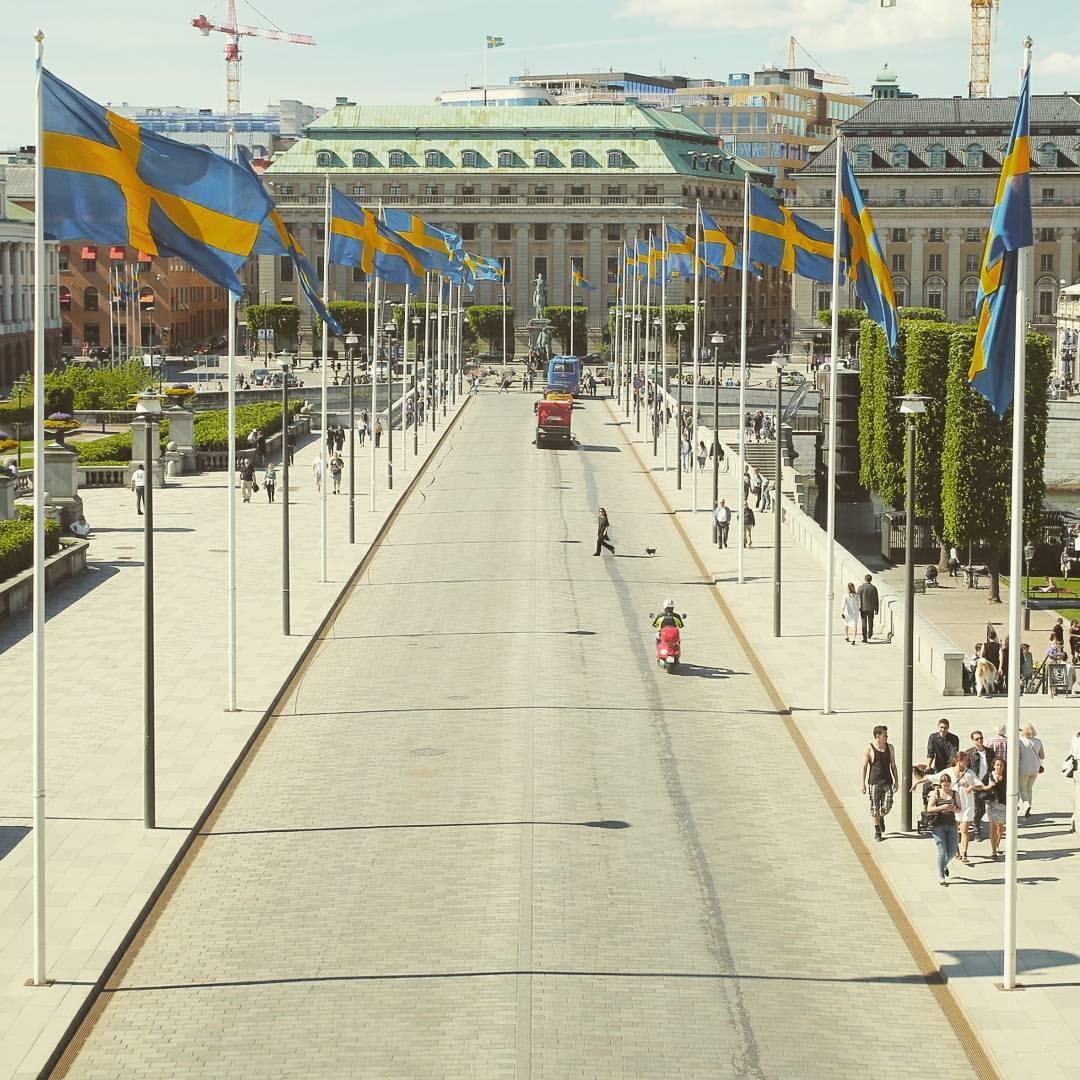 Jalan di depan istana raja di Stockholm